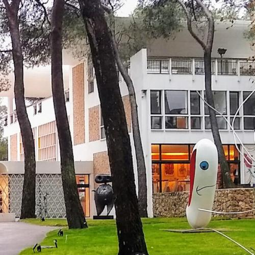 FONDATION MAEGHT. La plus importante collection d'art du 20e siècle en Europe.